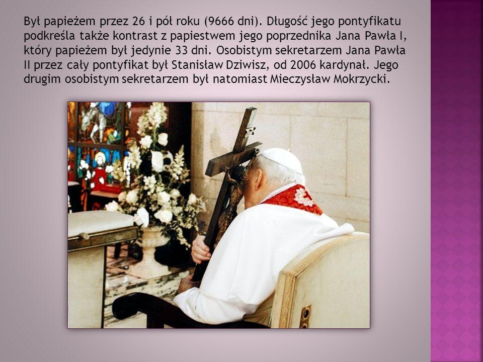 Był papieżem przez 26 i pół roku (9666 dni). Długość jego pontyfikatu podkreśla także kontrast z papiestwem jego poprzednika Jana Pawła I, który papie