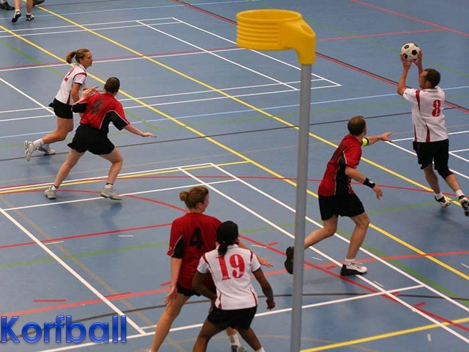 Korfball – jest to jedyna na całym świecie koedukacyjna gra zespołowa, w której zawodnicy obojga płci (kobieta i mężczyzna) grają w jednej drużynie.