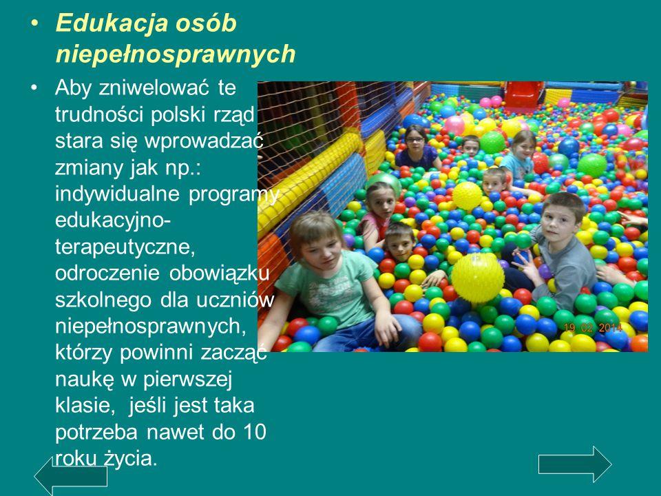 Edukacja osób niepełnosprawnych Aby zniwelować te trudności polski rząd stara się wprowadzać zmiany jak np.: indywidualne programy edukacyjno- terapeu