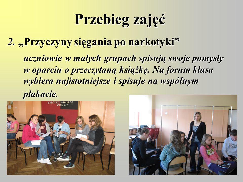 """Przebieg zajęć 2. """"Przyczyny sięgania po narkotyki"""" uczniowie w małych grupach spisują swoje pomysły w oparciu o przeczytaną książkę. Na forum klasa w"""