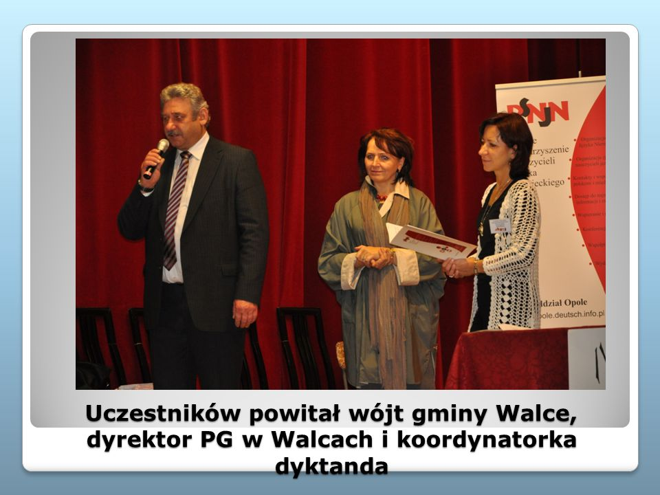 Uczestników powitał wójt gminy Walce, dyrektor PG w Walcach i koordynatorka dyktanda
