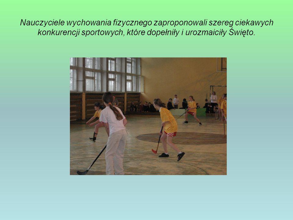Nauczyciele wychowania fizycznego zaproponowali szereg ciekawych konkurencji sportowych, które dopełniły i urozmaiciły Święto.