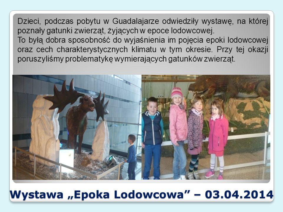 """Wystawa """"Epoka Lodowcowa – 03.04.2014 Przedszkolaki miały sposobność zabawy w paleontologa i odszukiwały części """"szkieletów zwierząt/kości ukrytych w piasku."""