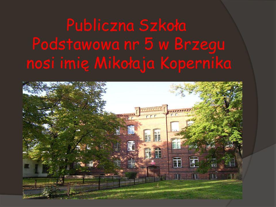 Publiczna Szkoła Podstawowa nr 5 w Brzegu nosi imię Mikołaja Kopernika