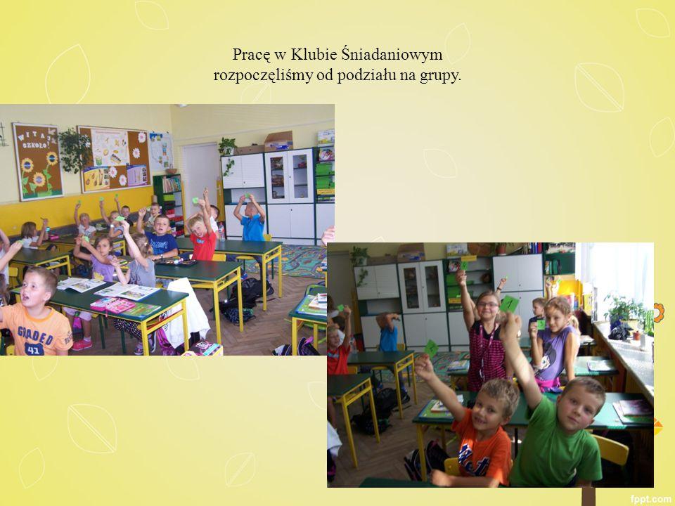 Najpierw poznawaliśmy zasady zdrowego żywienia.Każda grupa układała puzzle z tymi zasadami.