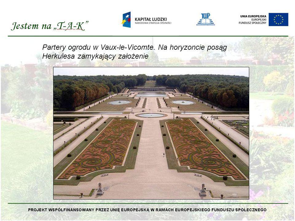 Partery ogrodu w Vaux-le-Vicomte. Na horyzoncie posąg Herkulesa zamykający założenie
