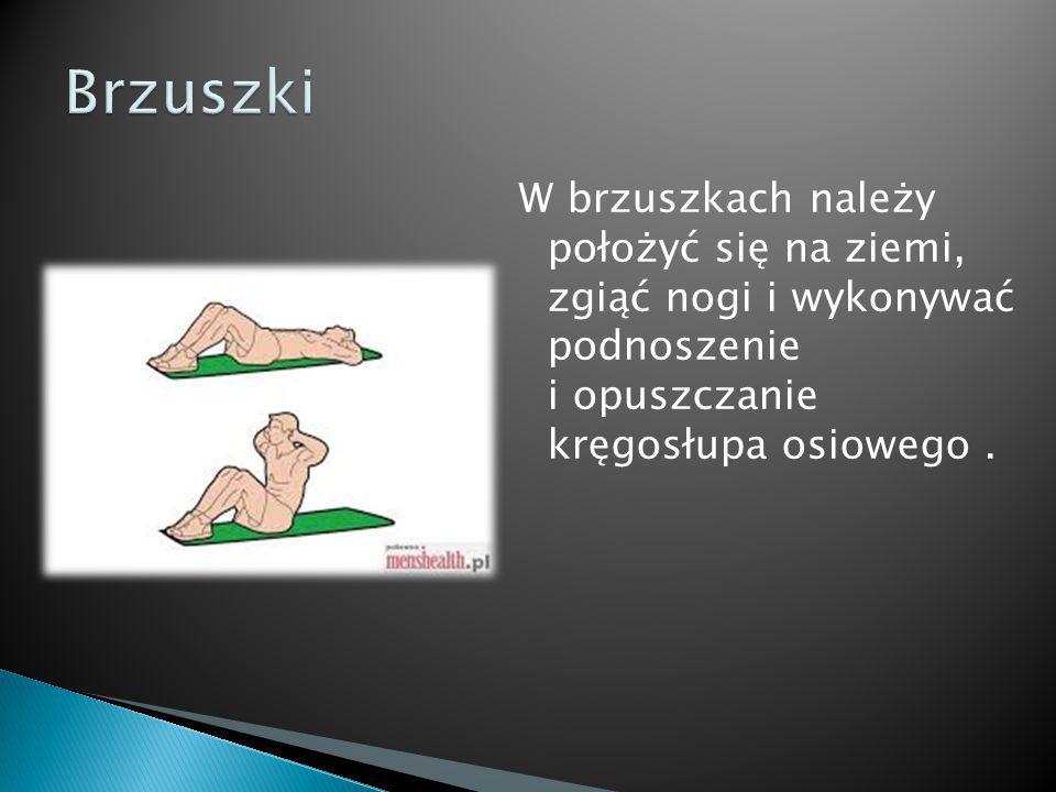 W brzuszkach należy położyć się na ziemi, zgiąć nogi i wykonywać podnoszenie i opuszczanie kręgosłupa osiowego.