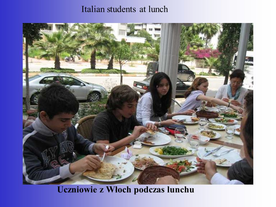 Uczniowie z Włoch podczas lunchu Italian students at lunch