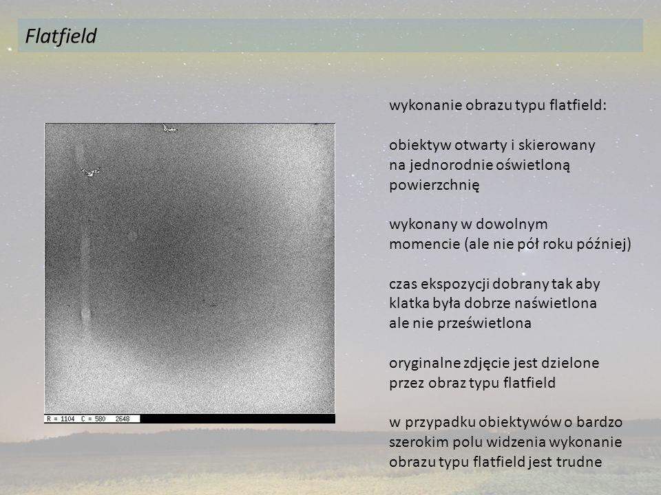 wykonanie obrazu typu flatfield: obiektyw otwarty i skierowany na jednorodnie oświetloną powierzchnię wykonany w dowolnym momencie (ale nie pół roku później) czas ekspozycji dobrany tak aby klatka była dobrze naświetlona ale nie prześwietlona oryginalne zdjęcie jest dzielone przez obraz typu flatfield w przypadku obiektywów o bardzo szerokim polu widzenia wykonanie obrazu typu flatfield jest trudne Flatfield