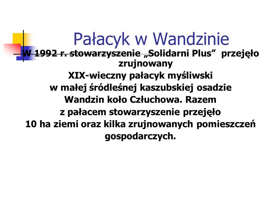 """Pałacyk w Wandzinie W 1992 r. stowarzyszenie """"Solidarni Plus"""" przejęło zrujnowany XIX-wieczny pałacyk myśliwski w małej śródleśnej kaszubskiej osadzie"""