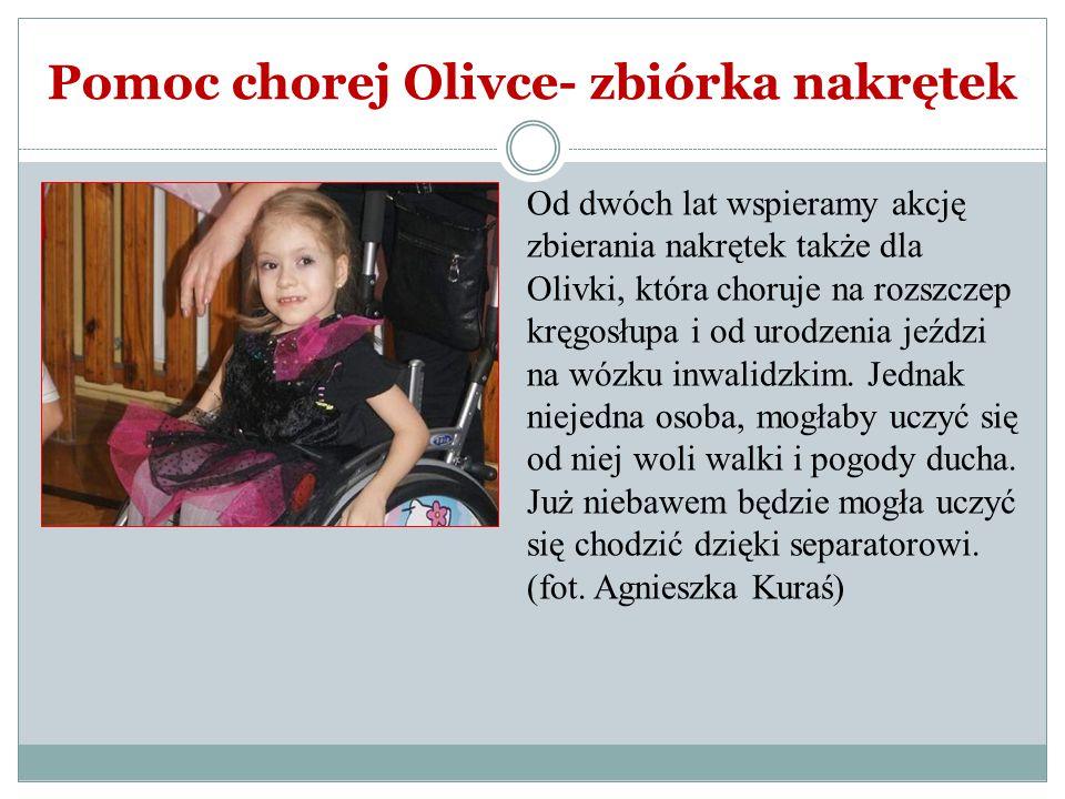 Pomoc chorej Olivce- zbiórka nakrętek Od dwóch lat wspieramy akcję zbierania nakrętek także dla Olivki, która choruje na rozszczep kręgosłupa i od uro