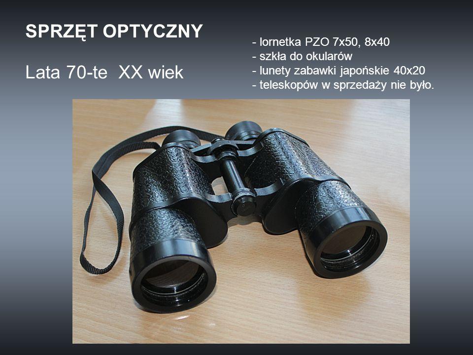 - lornetka PZO 7x50, 8x40 - szkła do okularów - lunety zabawki japońskie 40x20 - teleskopów w sprzedaży nie było. Lata 70-te XX wiek SPRZĘT OPTYCZNY