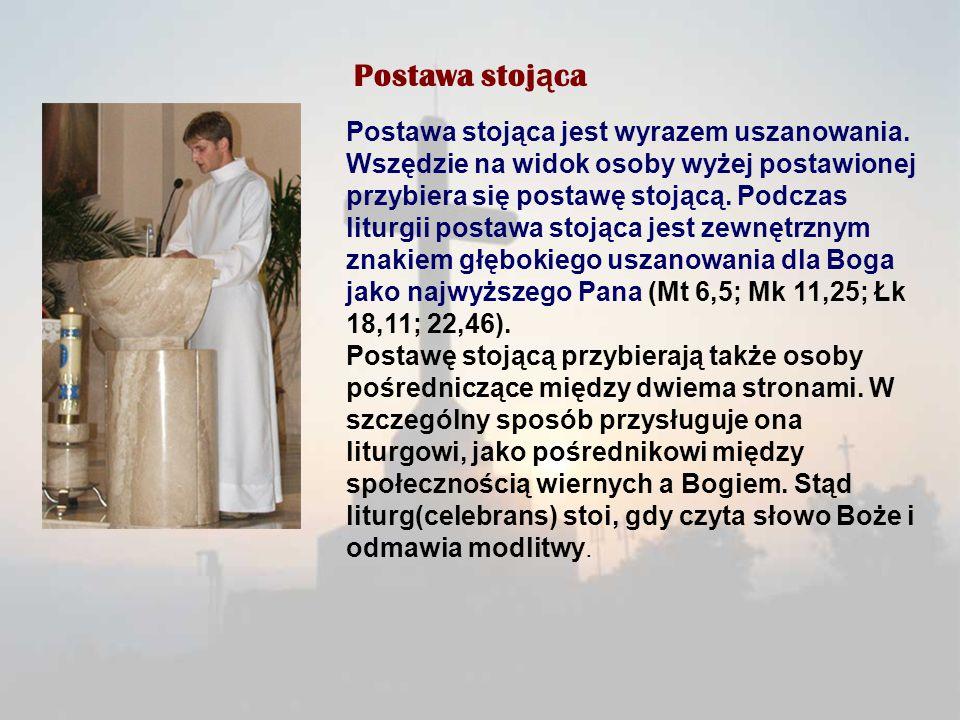 Postawa stoj ą ca Postawa stojąca jest wyrazem uszanowania. Wszędzie na widok osoby wyżej postawionej przybiera się postawę stojącą. Podczas liturgii