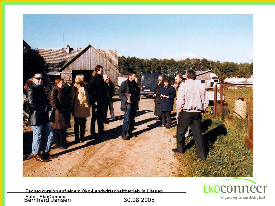 Bernhard Jansen 30.08.2005 Fachexkursion auf einem Öko-Landwirtschaftbetrieb in Litauen Foto: EkoConnect