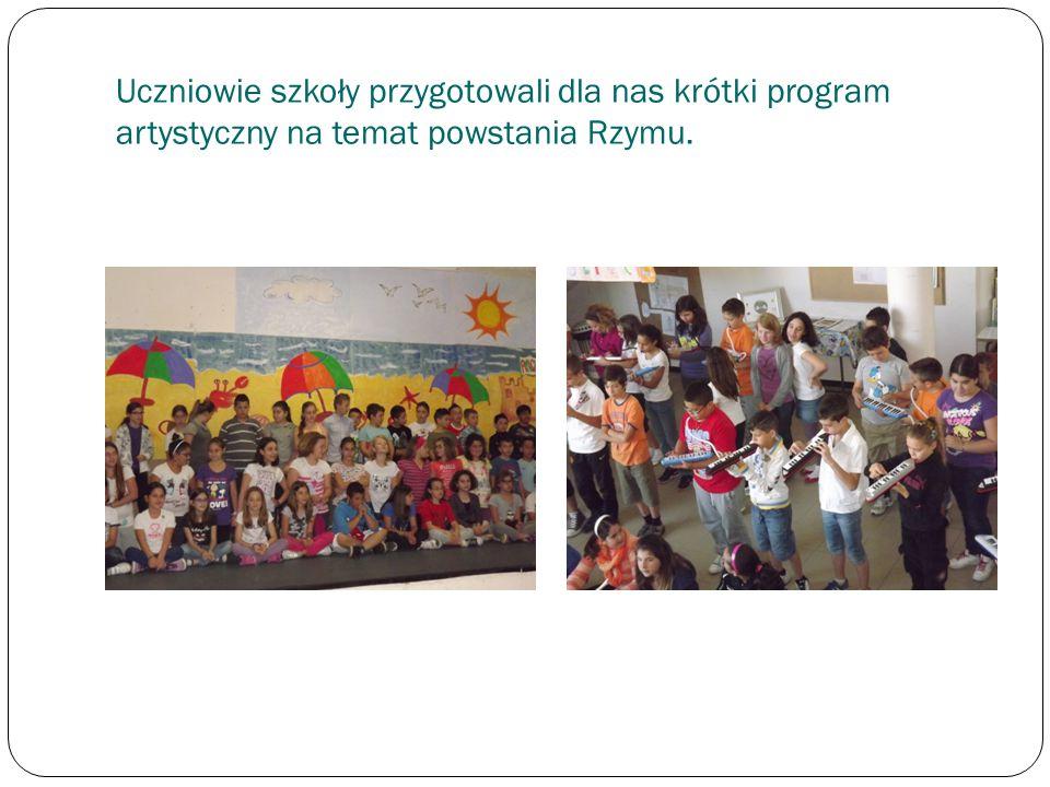 Uczniowie szkoły przygotowali dla nas krótki program artystyczny na temat powstania Rzymu.