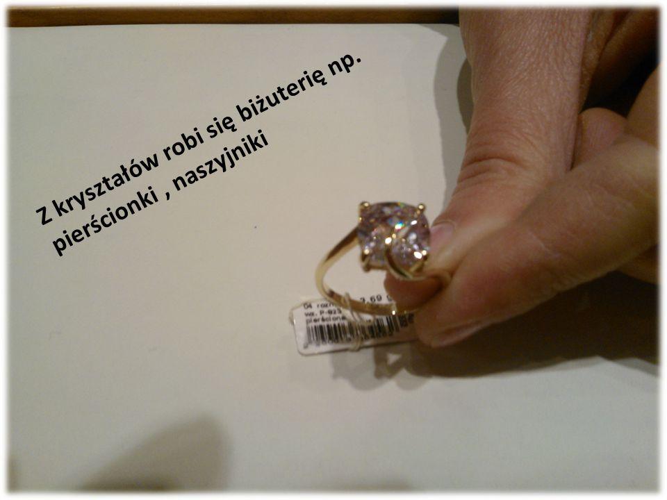 Z kryształów robi się biżuterię np. pierścionki, naszyjniki