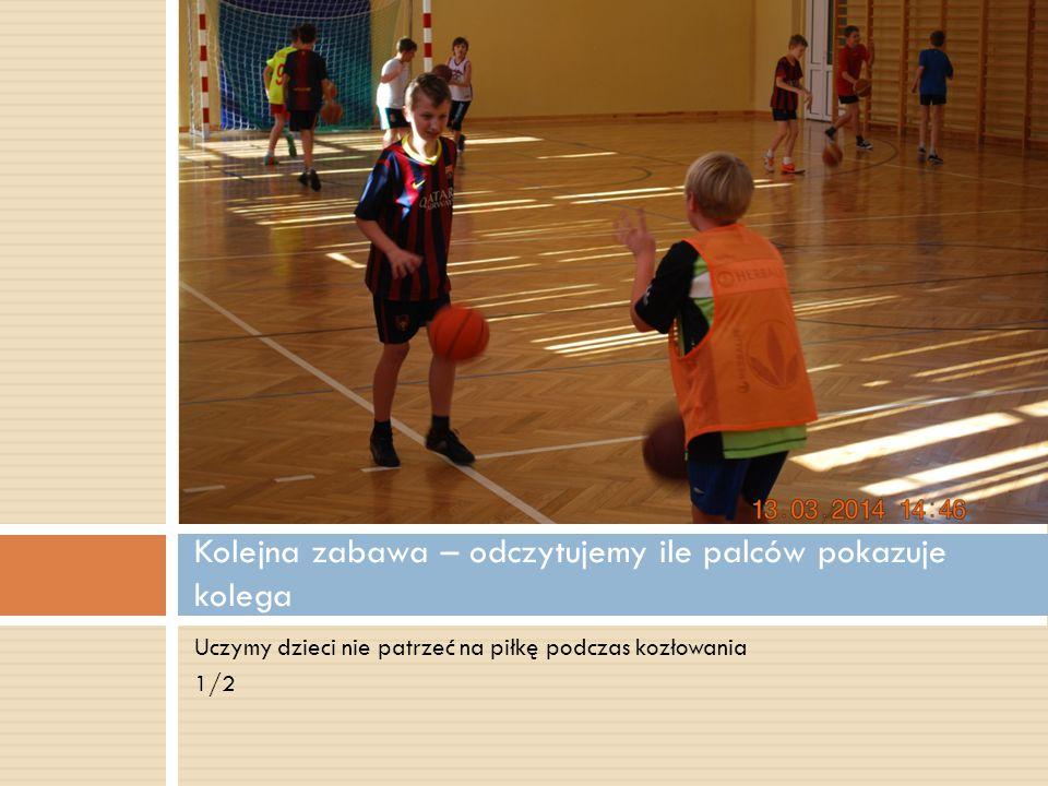 Uczymy dzieci nie patrzeć na piłkę podczas kozłowania 1/2 Kolejna zabawa – odczytujemy ile palców pokazuje kolega