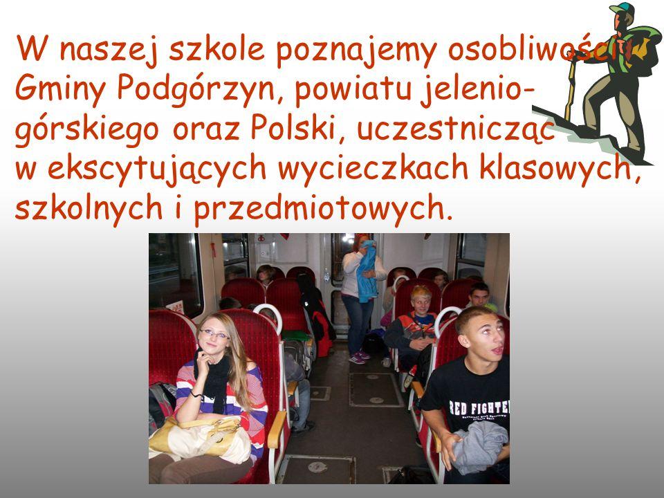 W naszej szkole poznajemy osobliwości Gminy Podgórzyn, powiatu jelenio- górskiego oraz Polski, uczestnicząc w ekscytujących wycieczkach klasowych, szk