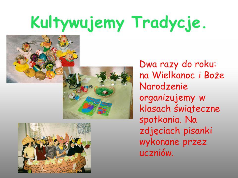 Kultywujemy Tradycje. Dwa razy do roku: na Wielkanoc i Boże Narodzenie organizujemy w klasach świąteczne spotkania. Na zdjęciach pisanki wykonane prze