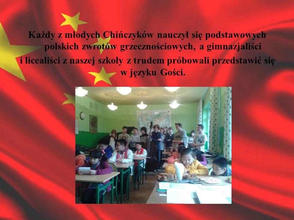 Każdy z młodych Chińczyków nauczył się podstawowych polskich zwrotów grzecznościowych, a gimnazjaliści i licealiści z naszej szkoły z trudem próbowali przedstawić się w języku Gości.