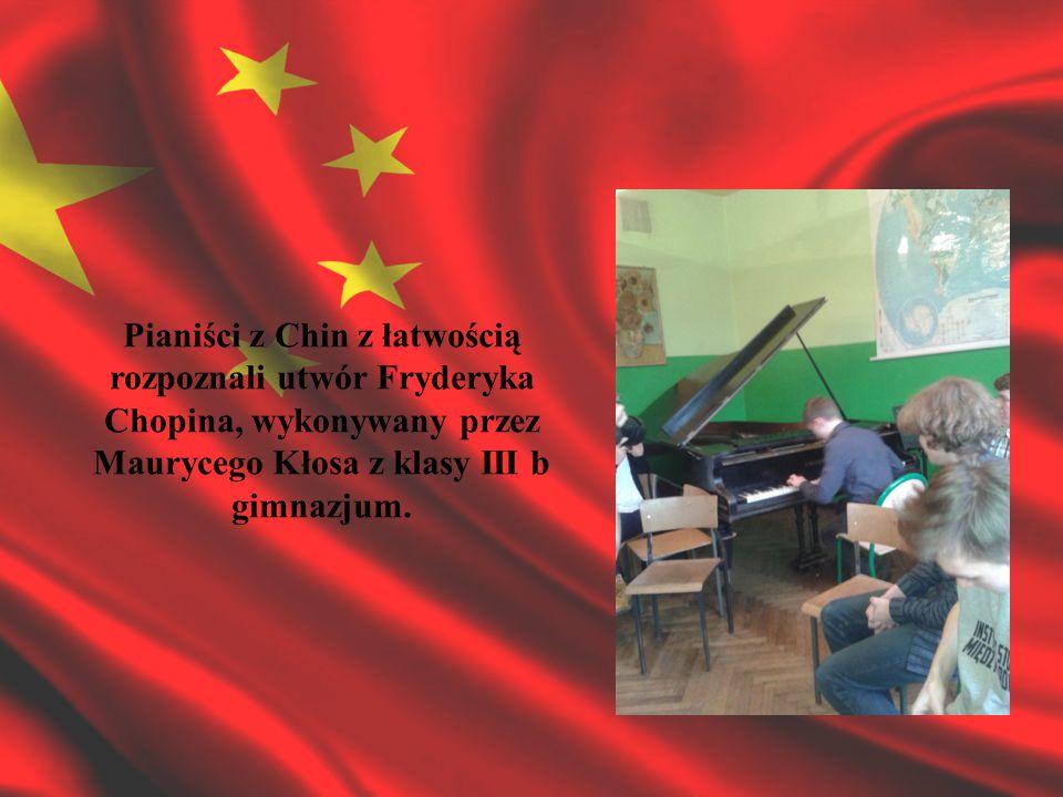 Pianiści z Chin z łatwością rozpoznali utwór Fryderyka Chopina, wykonywany przez Maurycego Kłosa z klasy III b gimnazjum.