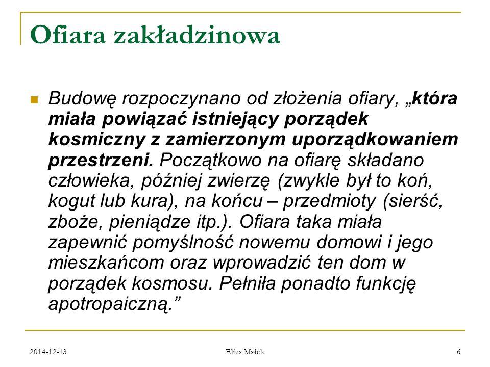 """2014-12-13 Eliza Małek 7 Zrębowa (wieńcowa) konstrukcja ścian Dominowała wieńcowa, czyli zrębowa konstrukcja ścian: powstawała ona z poziomych bierwion (w różnym stopniu obrobionych), które układano jedno na drugim """"na zrąb , czyli węgieł."""