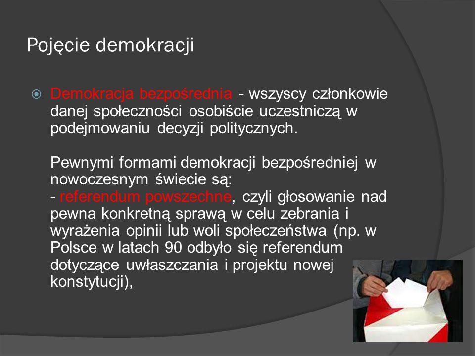 Pojęcie demokracji  Demokracja bezpośrednia - wszyscy członkowie danej społeczności osobiście uczestniczą w podejmowaniu decyzji politycznych. Pewnym
