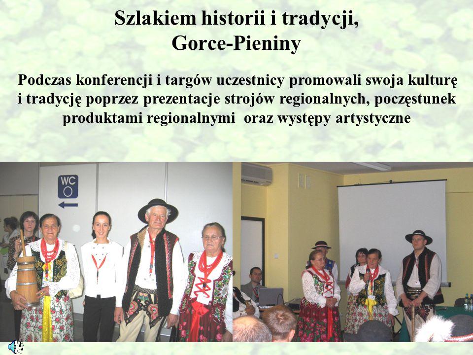 Szlakiem historii i tradycji, Gorce-Pieniny Podczas konferencji i targów uczestnicy promowali swoja kulturę i tradycję poprzez prezentacje strojów reg