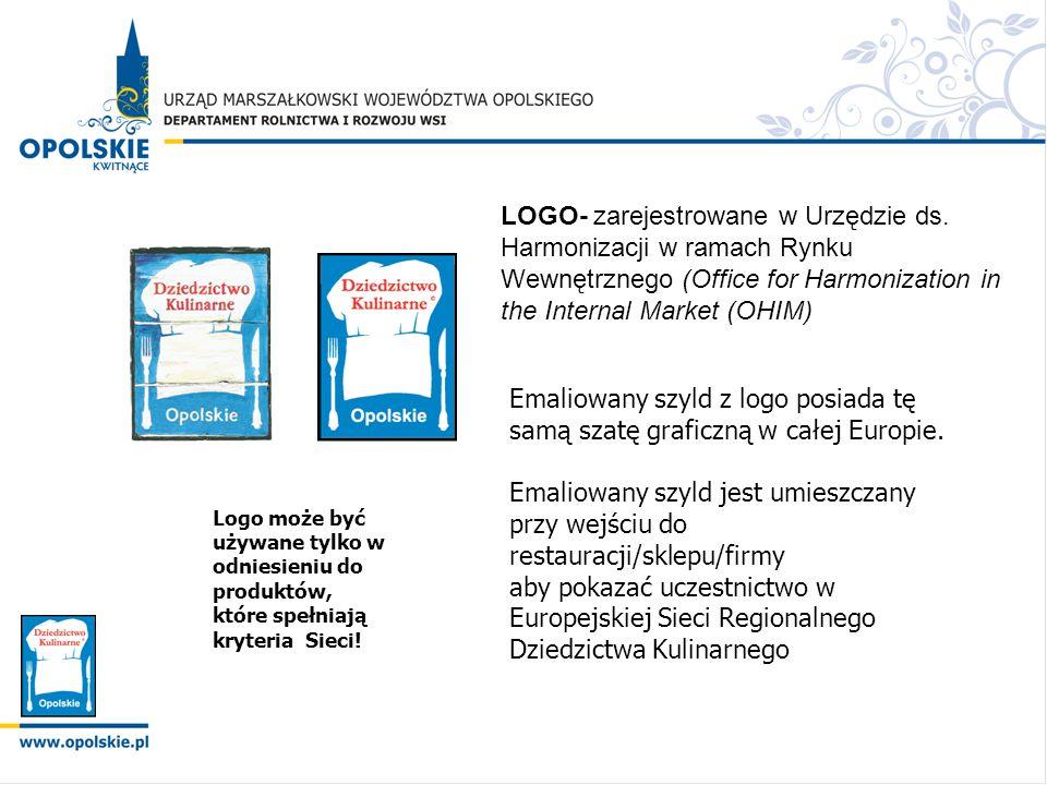 Emaliowany szyld z logo posiada tę samą szatę graficzną w całej Europie. Emaliowany szyld jest umieszczany przy wejściu do restauracji/sklepu/firmy ab