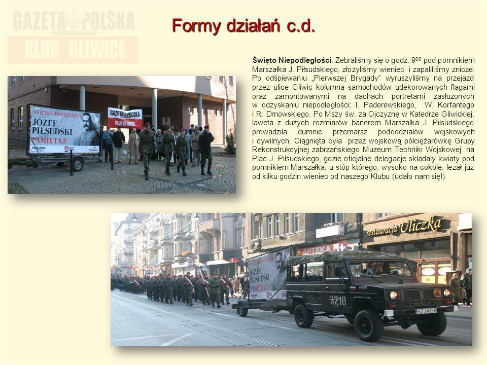"""Święto Niepodległości. Zebraliśmy się o godz. 9 00 pod pomnikiem Marszałka J. Piłsudskiego, złożyliśmy wieniec i zapaliliśmy znicze. Po odśpiewaniu """"P"""