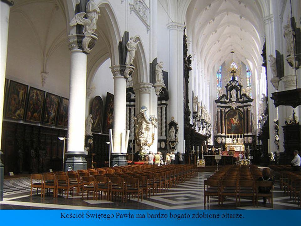 Kościół Świętego Pawła- W 1679 roku kościół został zniszczony przez szalejący pożar. Wielokrotnie był niszczony i okradany. Dopiero przez ostatnie dwa