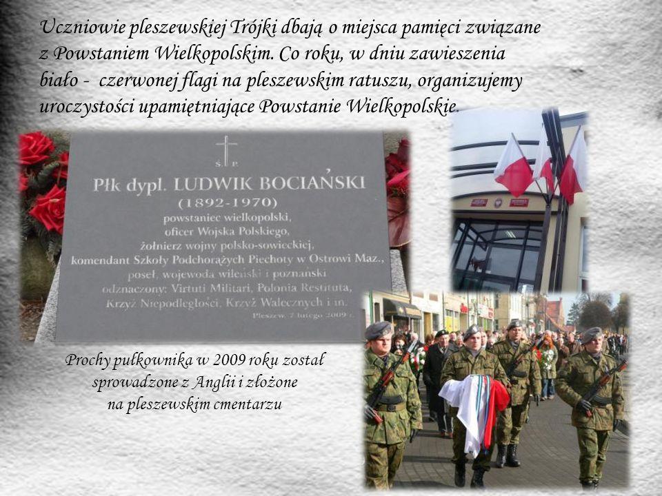 Uczniowie pleszewskiej Trójki dbają o miejsca pamięci związane z Powstaniem Wielkopolskim. Co roku, w dniu zawieszenia biało - czerwonej flagi na ples