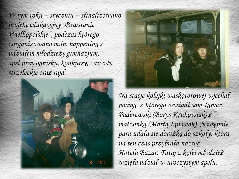 """Nasza szkoła, jako jedna z pięciu wielkopolskich szkół, 7 marca 2009 roku otrzymała honorową odznakę """"Wierni Tradycji za zasługi w upowszechnianiu wiedzy i pamięci o Powstaniu Wielkopolskim 1918-1919."""