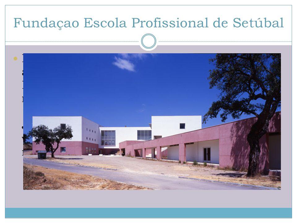 Fundaçao Escola Profissional de Setúbal Uczniowie mogą wybrać spośród szerokiego wachlarza kierunków, a co dla nas najbardziej istotne, różnorodnych kierunków informatycznych i elektronicznych.