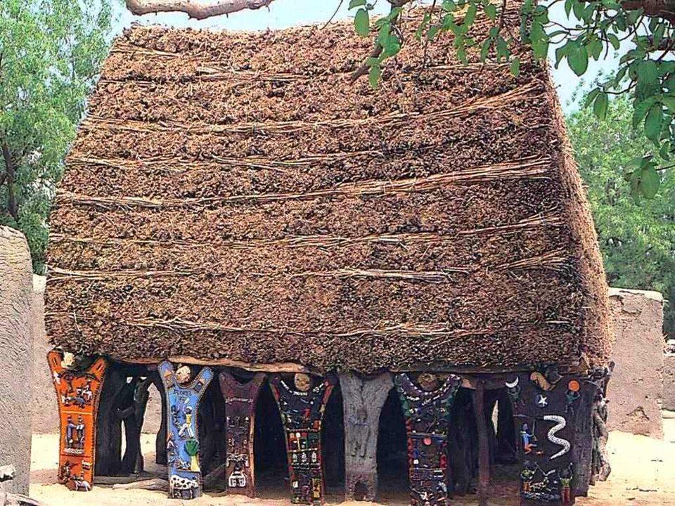 Centralnym punktem każdej wioski jest Togu-na — drewniany, bądź kamienny szałas, na szczycie którego umieszczone są snopki siana,często oparty na pięk