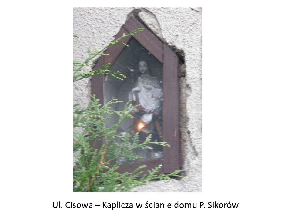 Ul. Cisowa – Kaplicza w ścianie domu P. Sikorów