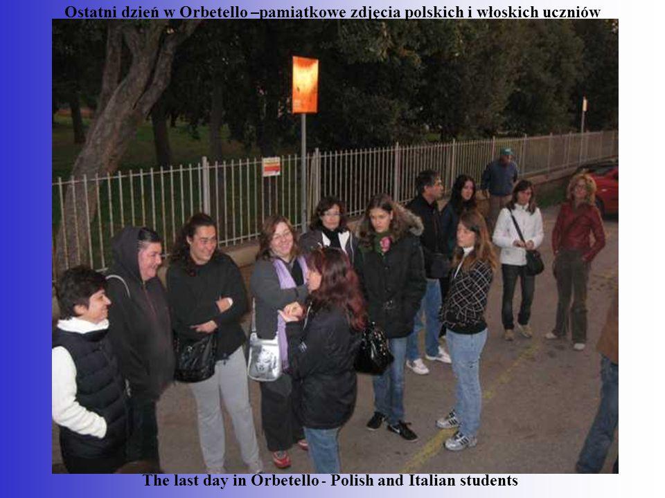 The last day in Orbetello - Polish and Italian students Ostatni dzień w Orbetello –pamiątkowe zdjęcia polskich i włoskich uczniów