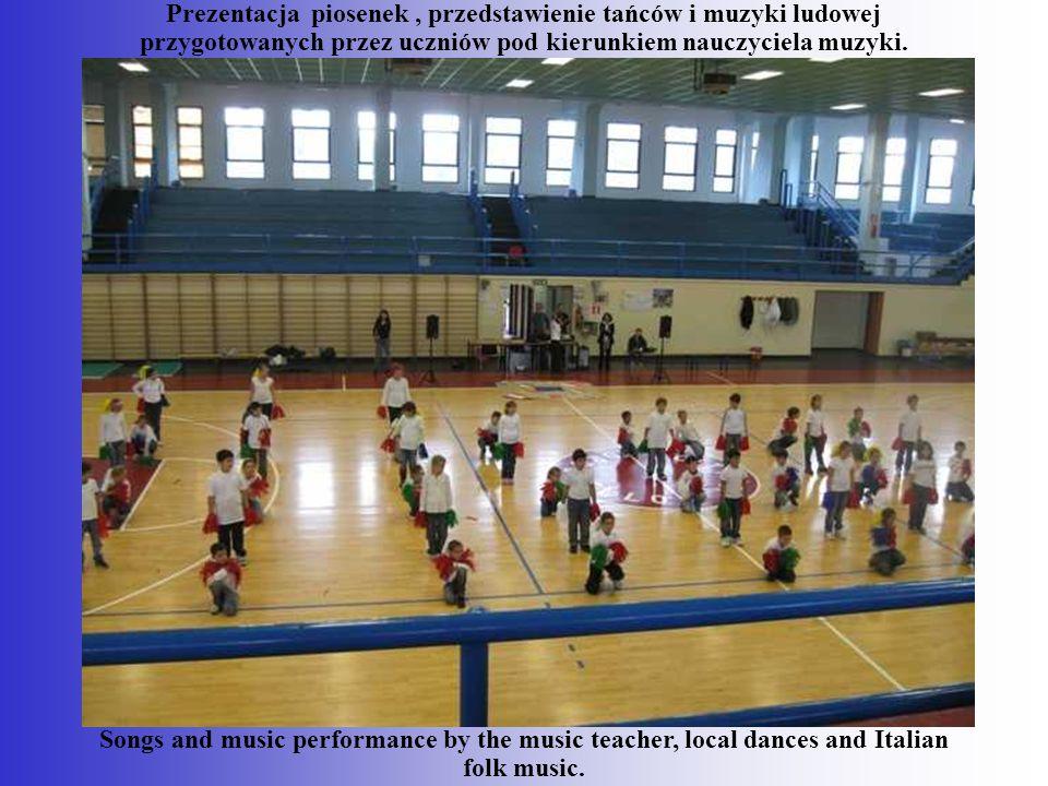 Prezentacja piosenek, przedstawienie tańców i muzyki ludowej przygotowanych przez uczniów pod kierunkiem nauczyciela muzyki. Songs and music performan