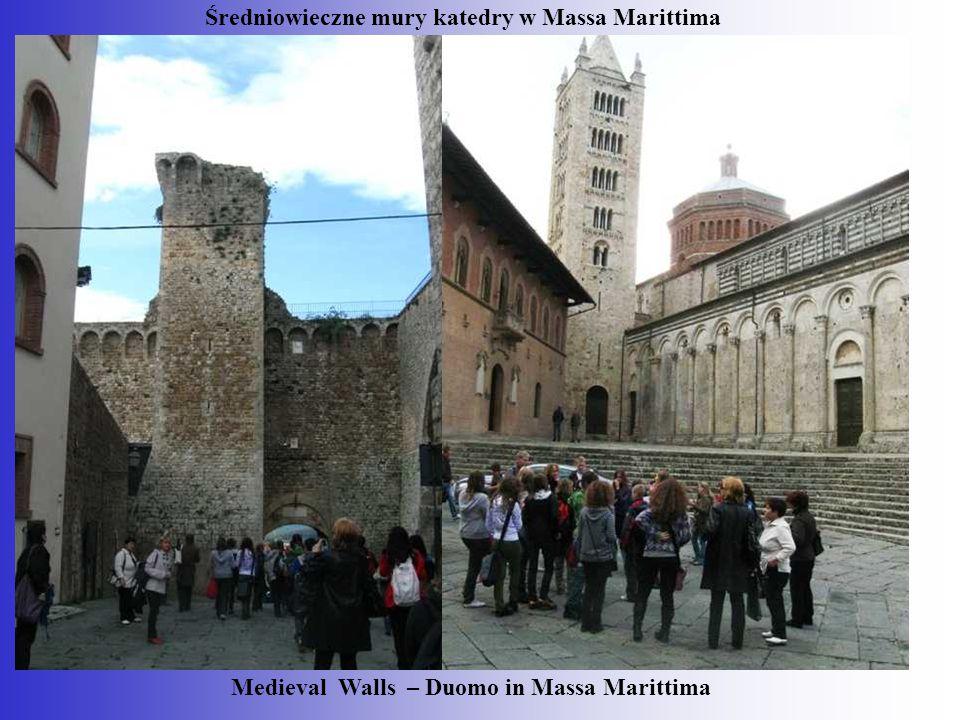 Medieval Walls – Duomo in Massa Marittima Średniowieczne mury katedry w Massa Marittima