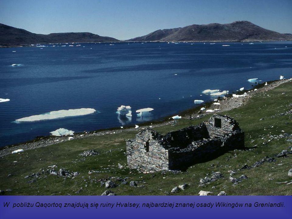 Qaqortoq (duń.Julianehåb) – miasteczko w południowej Grenlandii, około 3300 mieszkańców.