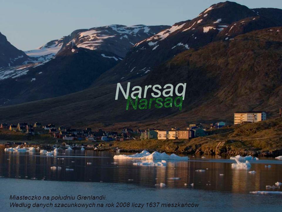 W pobliżu Qaqortoq znajdują się ruiny Hvalsey, najbardziej znanej osady Wikingów na Grenlandii.