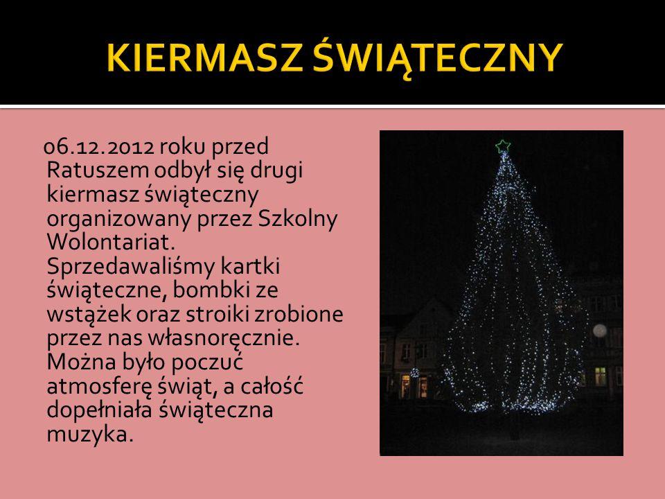 06.12.2012 roku przed Ratuszem odbył się drugi kiermasz świąteczny organizowany przez Szkolny Wolontariat.