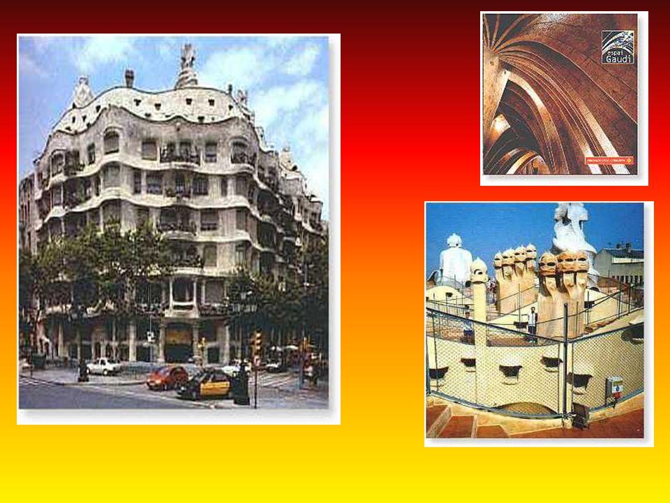 Na Passeig de Gracia 43 uwagę przykuwa Casa Batllo - przedostatni projekt domu mieszkalnego Gaudiego (ostatnią była Casa Mila).