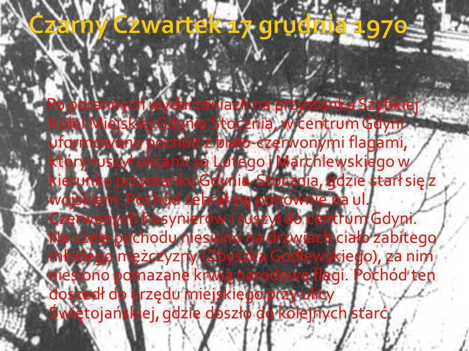 Po porannych wydarzeniach na przystanku Szybkiej Kolei Miejskiej Gdynia Stocznia, w centrum Gdyni uformowano pochód z biało-czerwonymi flagami, który ruszył ulicami 10 Lutego i Marchlewskiego w kierunku przystanku Gdynia-Stocznia, gdzie starł się z wojskiem.