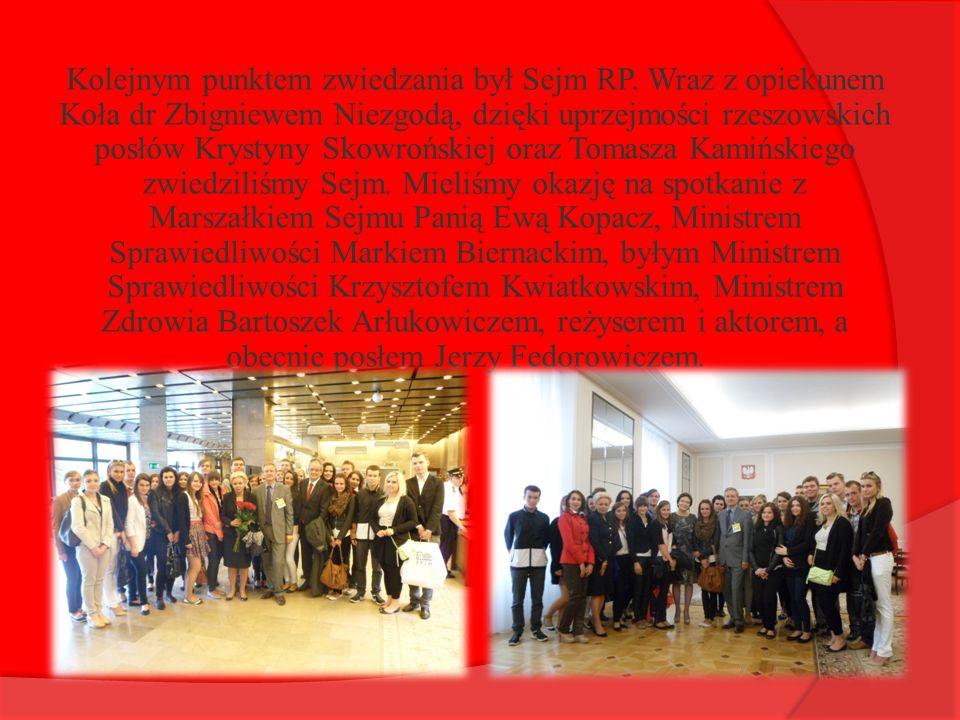 Kolejnym punktem zwiedzania był Sejm RP. Wraz z opiekunem Koła dr Zbigniewem Niezgodą, dzięki uprzejmości rzeszowskich posłów Krystyny Skowrońskiej or
