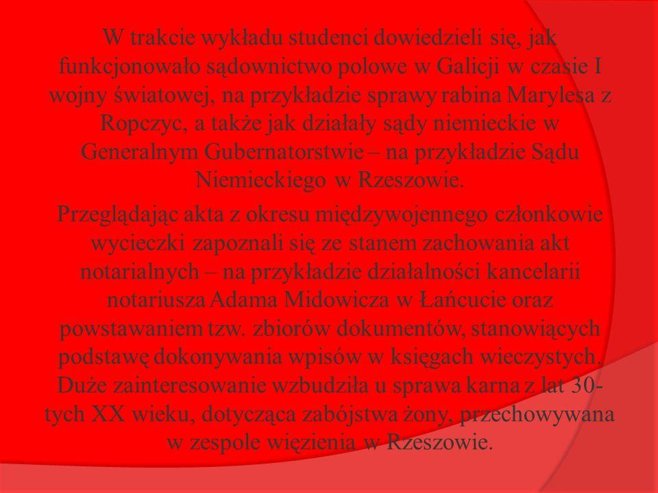W trakcie wykładu studenci dowiedzieli się, jak funkcjonowało sądownictwo polowe w Galicji w czasie I wojny światowej, na przykładzie sprawy rabina Marylesa z Ropczyc, a także jak działały sądy niemieckie w Generalnym Gubernatorstwie – na przykładzie Sądu Niemieckiego w Rzeszowie.