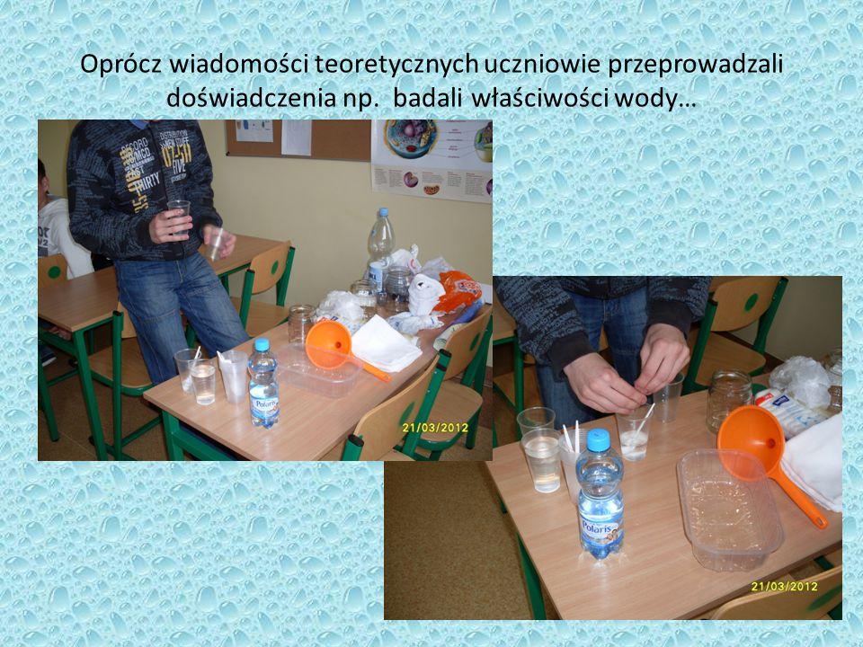 Oprócz wiadomości teoretycznych uczniowie przeprowadzali doświadczenia np. badali właściwości wody…