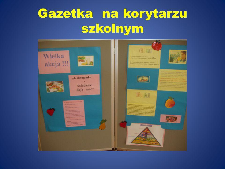 Gazetka na korytarzu szkolnym