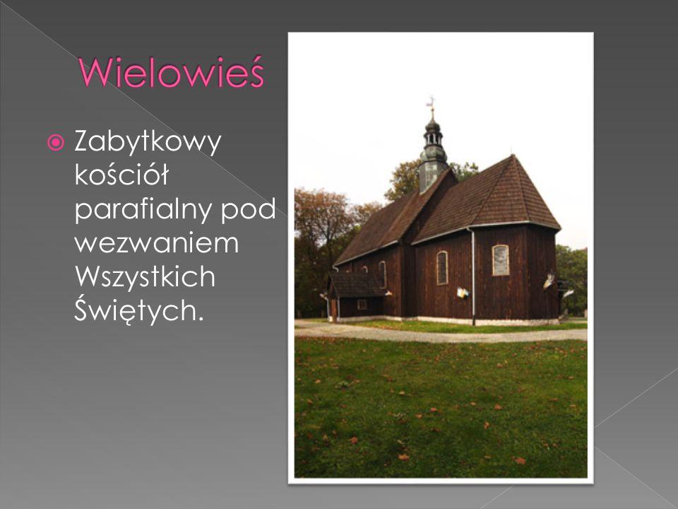  Zabytkowy kościół parafialny pod wezwaniem Wszystkich Świętych.