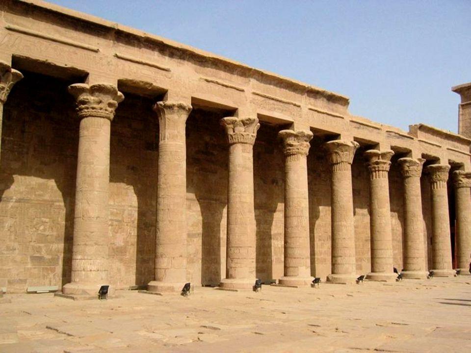Abu Simbel – miejscowość położona niegdyś nad Nilem, teraz nad Jeziorem Nasera, w Dolnej Nubii, około 300 km na południe od Asuanu.